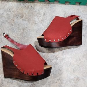 Torrid wedge clogs